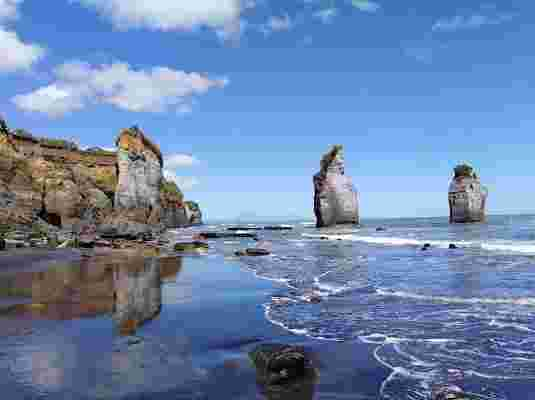 Three Sisters and the Elephant Rock