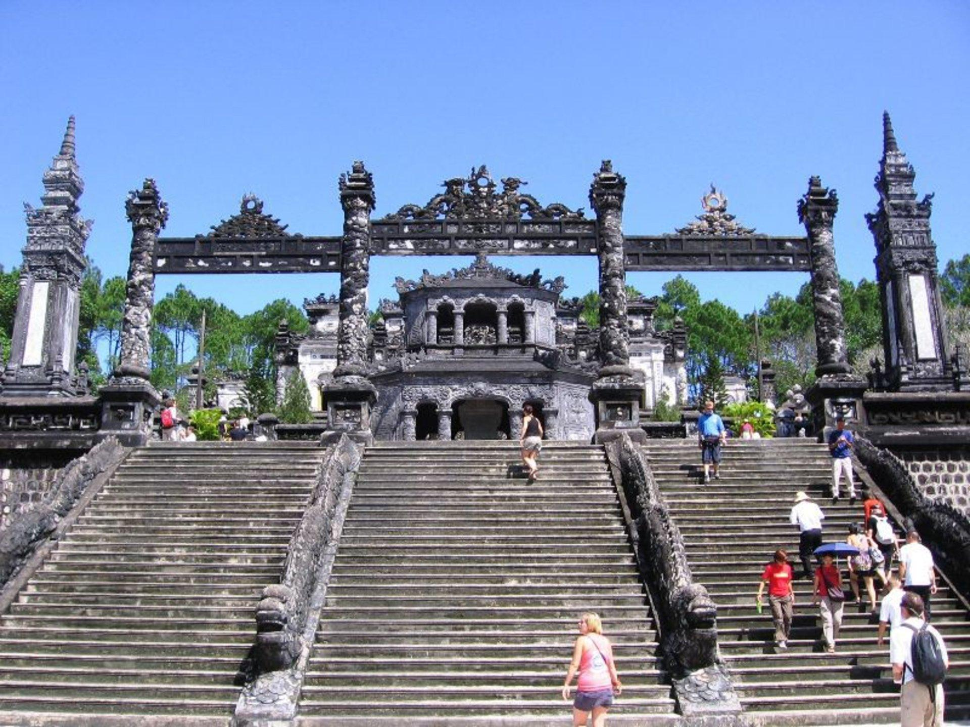 An Inside Guide to the Huế Tombs Thumbnail